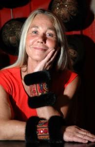 Jane Eberlein med sine håndsyede muffedisser