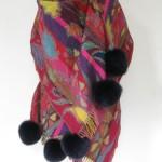 Uldsjal / uldtørklæde m. pels pom pom af ræv. Woolen shawl w. fox pom pom. Handmade Jane Eberlein. Samarkand. Eventyrlige Pelshatte. Exotic Fur Hats