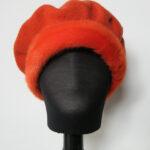 Orange Alpehue, Baret i økologisk merino uld m. mink kant.