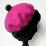 Pink Alpehue, Baret i økologisk merino uld m.mink kant.