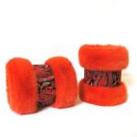 Muffedisser, håndledsvarmer i farvet mink med Indisk broderi.