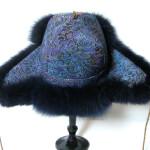 Pelshat_pelshue i Dior silke med blåfarvet ræv. Stort udvalg af pelshatte hos Samarkand