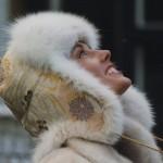 Pelshat_pelshue i Japansk Obi silke med beigefarvet ræv. Stort udvalg af pelshatte hos Samarkand